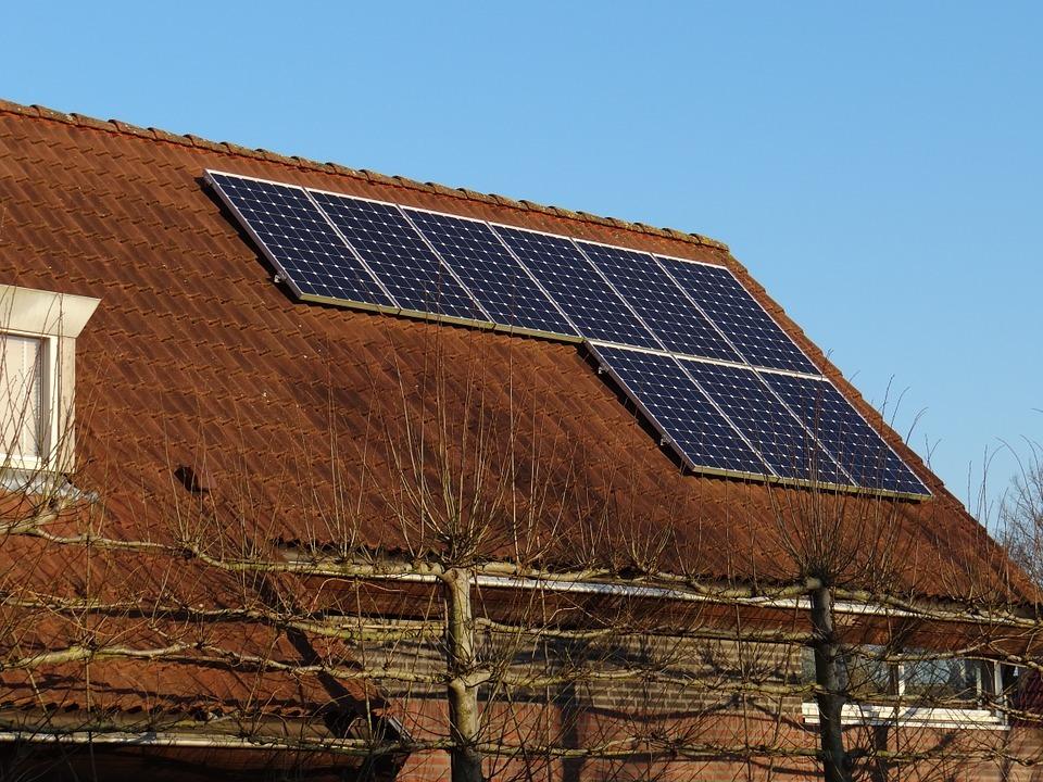 ¿Cómo ahorrar al colocar placas solares?